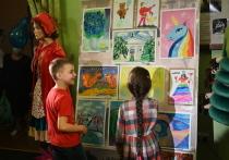 В донецкой муздраме открылась выставка детского творчества