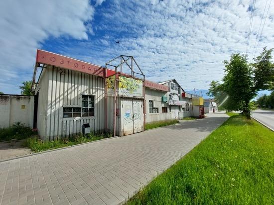 В Пскове приступили к ликвидации нестационарных объектов на Четырёх углах