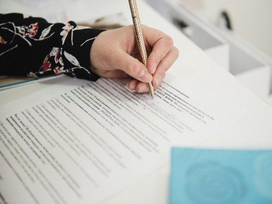 В столице Калмыкии юные граждане получили свой первый паспорт