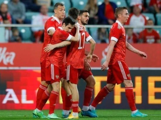 Перед началом матча Польша - РФ болельщики попытались освистать российский гимн