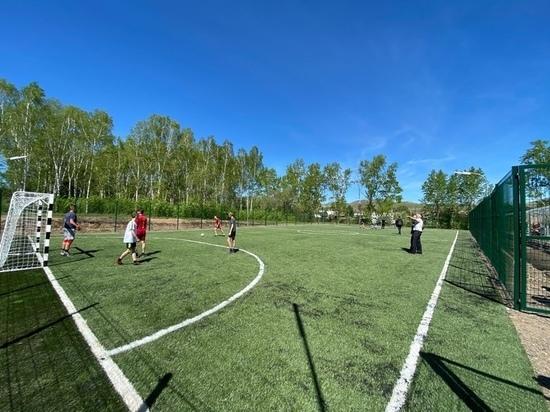 Спортсмены Хакасии сыграли на новом футбольном поле в Копьёво