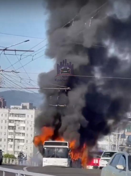 Автобус с 50 пассажирами загорелся в Красноярске