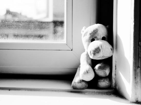 Девочка выпала из окна детсада в Бийске