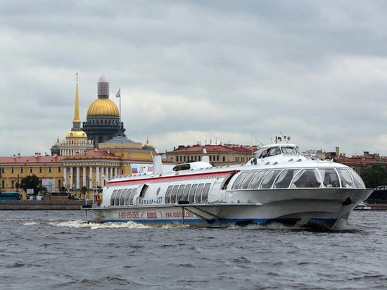 Запущен новый водный маршрут от Петербурга до Кронштадта