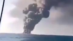 Самый большой корабль ВМС Ирана загорелся и затонул: кадры пожара