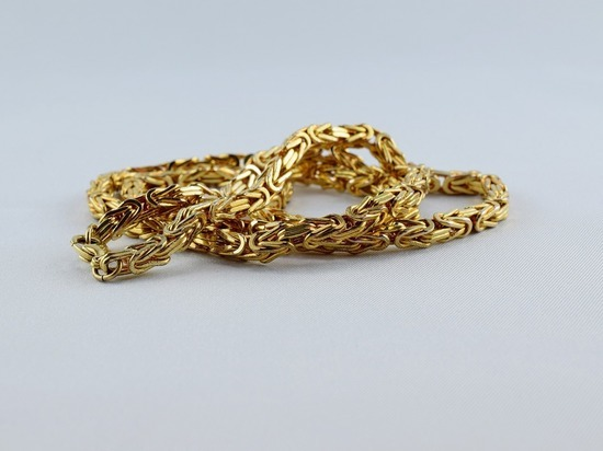 Бийский ювелир забрал золото клиента на переплавку цепи и сдал его в ломбард