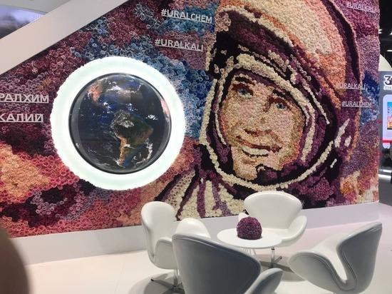 Цветочный Гагарин встречает гостей на ПМЭФ