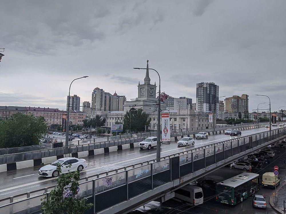 Сильный ливень накрыл Волгоград: потоп в объективе фотографов