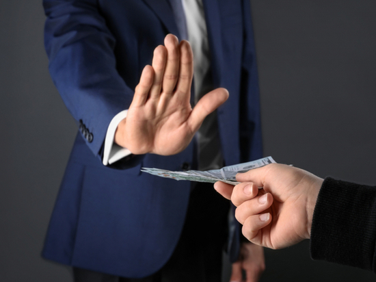 В Калмыкии сотрудник МЧС отказался от взятки в крупном размере