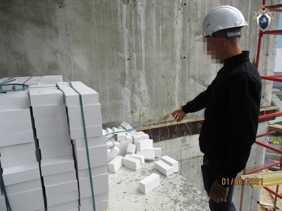 На стройке в Сормове рабочий упал с третьего этажа