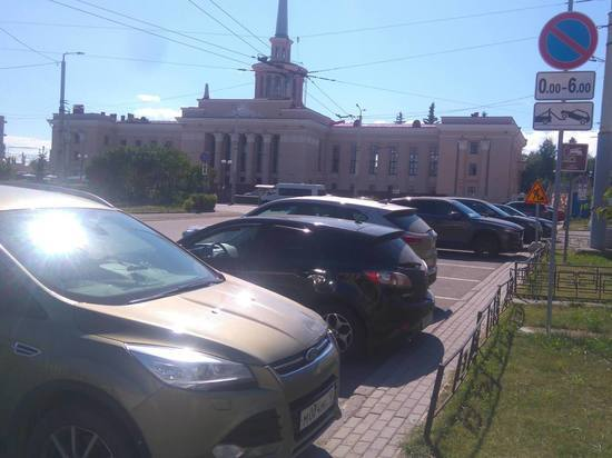 Поводом для дискуссии стала идея нового градоначальника видоизменить площадь Гагарина в угоду транспорту