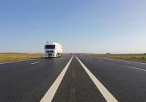 Только в период с 2020 по 2022 годы Росавтодор направляет плату логистических компаний и грузоперевозчиков на капитальный ремонт свыше 100 мостовых сооружений и 600 км федеральных трасс, которые расширят с двух до четырех полос движения