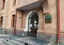 В Хабаровске расследуют падение несовершеннолетнего с третьего этажа гостиницы