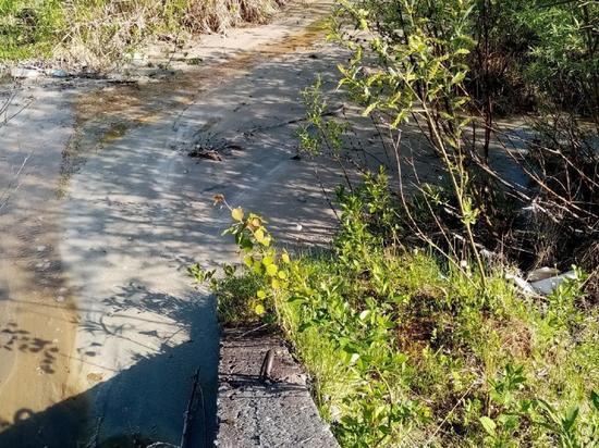 Смесь, похожую на бетонный раствор, обнаружили возле речки Юрас в районе Дачной,68/3.