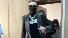 Моргенштерну перед судом сломали спрятанный в трости клинок: видео