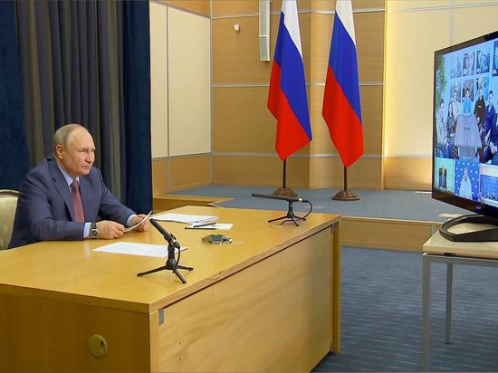 Путин присоединился к ПМЭФ по видеосвязи