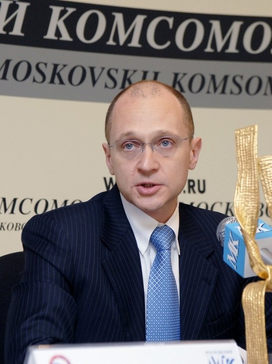 Кириенко сравнил отношения граждан и государства с пьющими в гараже мужиками