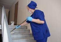 «Игнорируют требования СанПиН»: редкая влажная уборка в подъездах возмутила жителей Салехарда