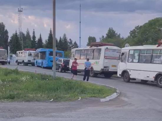 Кемеровские автобусы не могут заправиться для завтрашнего выхода в рейс