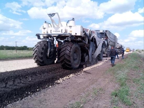 На севере Волгоградской области проводят реконструкцию автотрассы