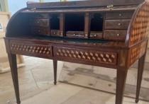 В Главный музей Хакасии вернулось с реставрации старинное бюро