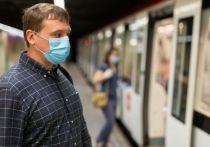 Смольный недоволен петербуржцами без масок в метро