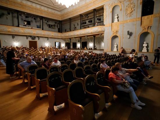 Псковский драмтеатр заявил о снижении цен с августа на 30%