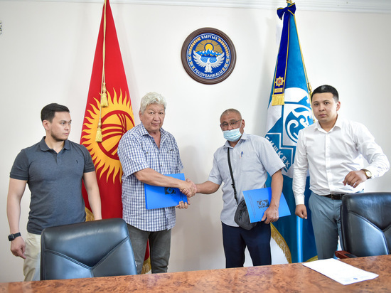 В муниципалитете Бишкека подписан договор о поставке автобусов