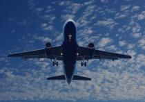 Самолет Airbus А-321 готовится к экстренной посадке в аэропорту Шереметьево