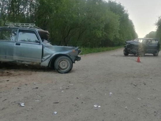 Автомобильная авария случилась вчера в шестом часу вечера на 9 километре дороги с Гамиловской на Пасьву.