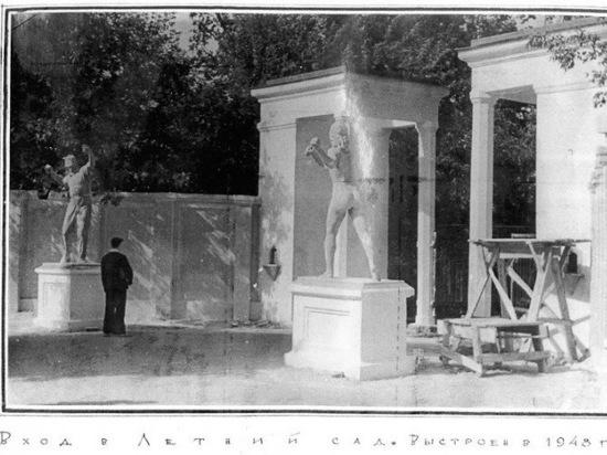 Скульптуры и театр: как выглядел Летний сад в Пскове в XX веке