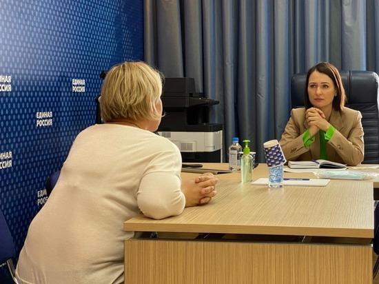 Лидер «Совета матерей» Буцкая приняла граждан в приемной «Единой России»
