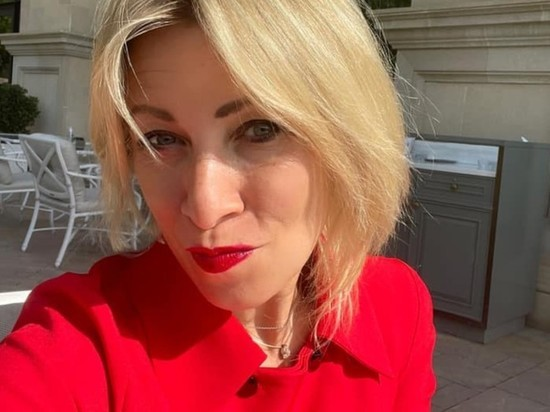 """Захарова оценила """"стратегию"""" Киева: """"Украине должны все и всё"""""""
