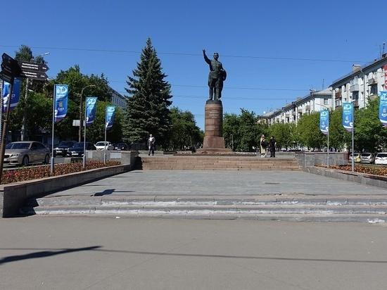 Киров ко Дню города украшают символикой «Город трудовой доблести»
