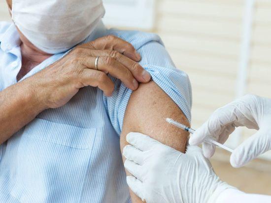 Иностранцам придется заплатить за вакцинацию от COVID-19 в Петербурге