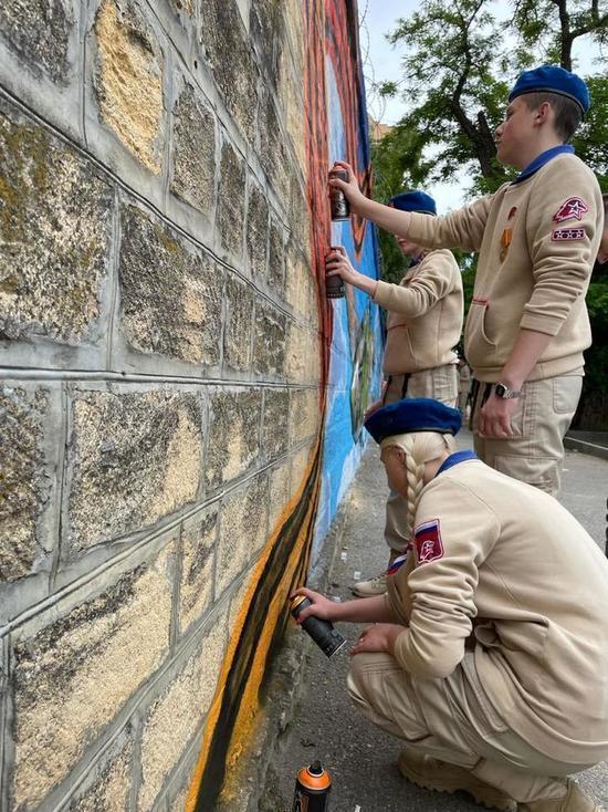 Патриотические граффити рисуют в Ставрополе