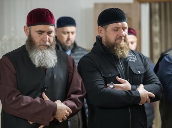 Кадыров показал строительство религиозного центра в Ахмат-Юрте
