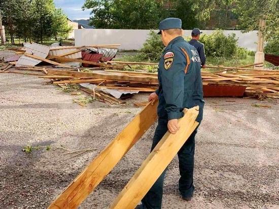 В Туве спасатели приступили к устранению последствий сильного ветра