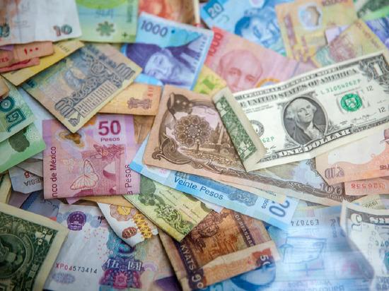 Россиянам подсказали, в какой валюте лучше хранить сбережения