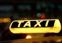 В Петербурге поймали таксиста, обиравшего пьяных пассажиров