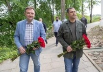 Псковский губернатор и первый заместитель министра просвещения возложили цветы на могилу Пушкина