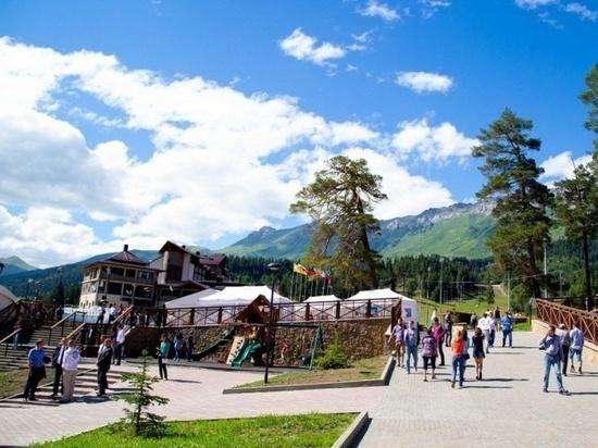 Туристам вернули миллионы за отдых в Домбае и Архыз