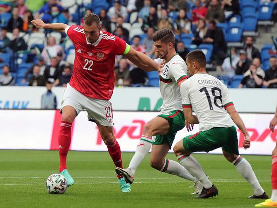 Дзюбе в сборной надо найти своего Азмуна: что показал матч с Болгарией
