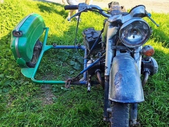 Незадолго до того, как полиция крутила в Северодвинске 17-летнего байкера, в Приморском районе пьяный 48-летний мотоциклист едва не угробил себя и своего 28-летнего пассажира.