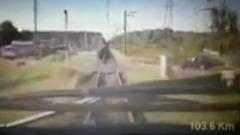Столкновение электрички с легковушкой в Подмосковье попало на видео