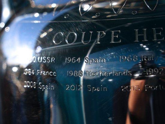 Стартующий 11 июня чемпионат Европы по футболу станет 16-м в истории континентальных первенств. «МК-Спорт» рассказывает о предыдущих турнирах.