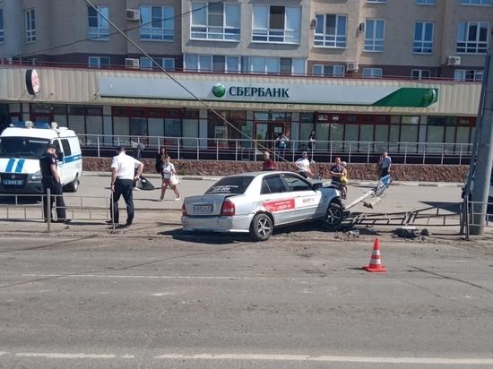 В Омске задержали совершившего наезд на пешеходов таксиста