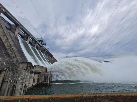 Пятый затвор будет открыт 9 июня на Красноярской ГЭС