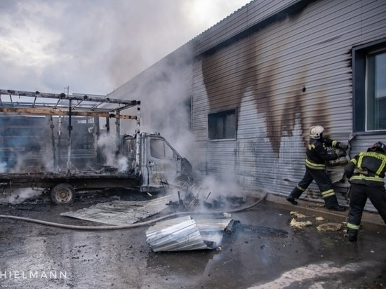 ЧП произошло вчера около четырёх часов дня на автостоянке возле склада транспортной компании в Архангельске.