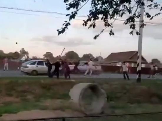 Появилось видео драки цыган на свадьбе: давили людей машинами